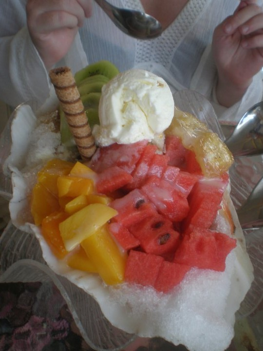 Penghu - ice-cream, ice shaving and fruit (a classic Taiwanese dessert), definitely eased the sunburn!
