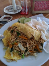 Fried noodles on a plate
