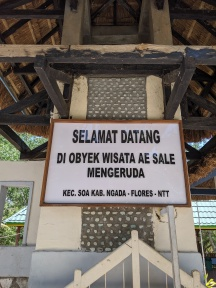a sign to indicate the entrance to the hot spring